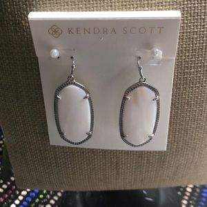 """New Kendra Scott """"Elle"""" Mother Of Pearl w/Pouch"""
